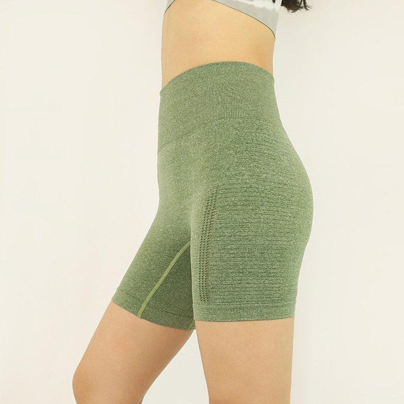 cameltoe-in-yoga-pants-solution-seamless-leggings